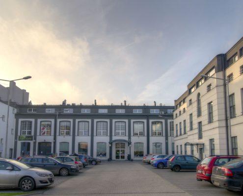 Biurowce Łódź - biura z miejscami parkingowymi